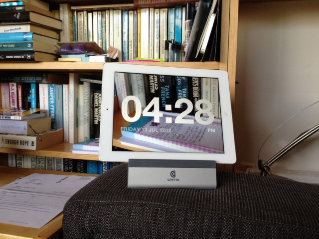 Chameleon-Clock-App-for-Apple-iPad2