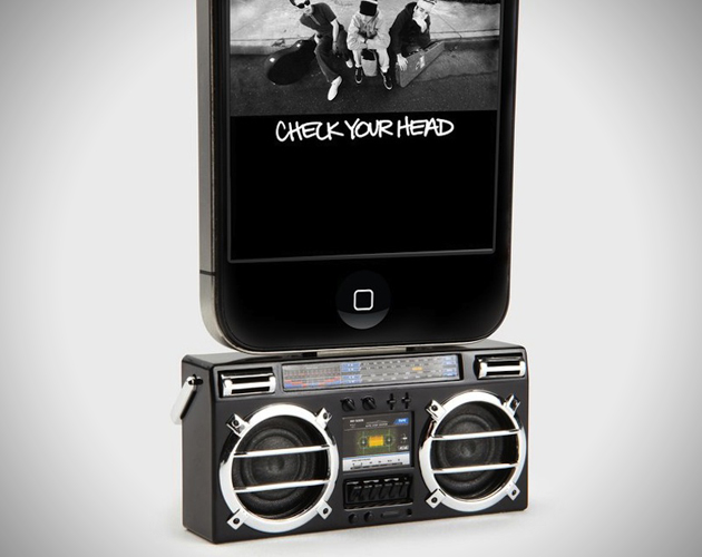 Mini-Boombox-MP3-Docking-Speaker-for-iPhone