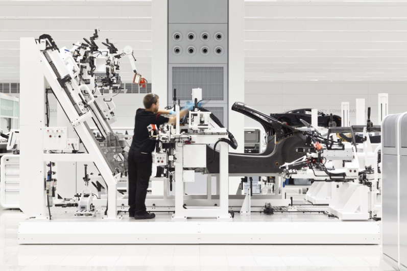a-look-inside-mclarens-uk-production-center