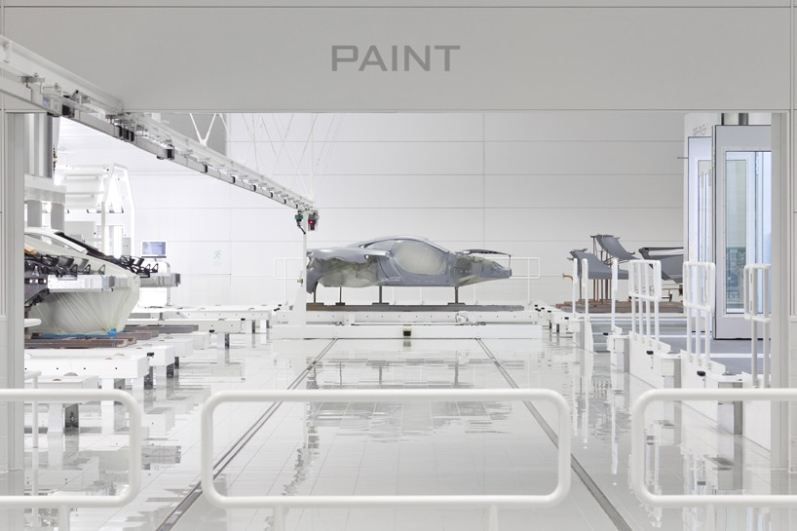 a-look-inside-mclarens-uk-production-center2