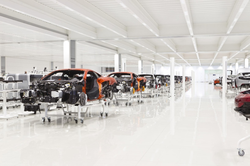 a-look-inside-mclarens-uk-production-center4