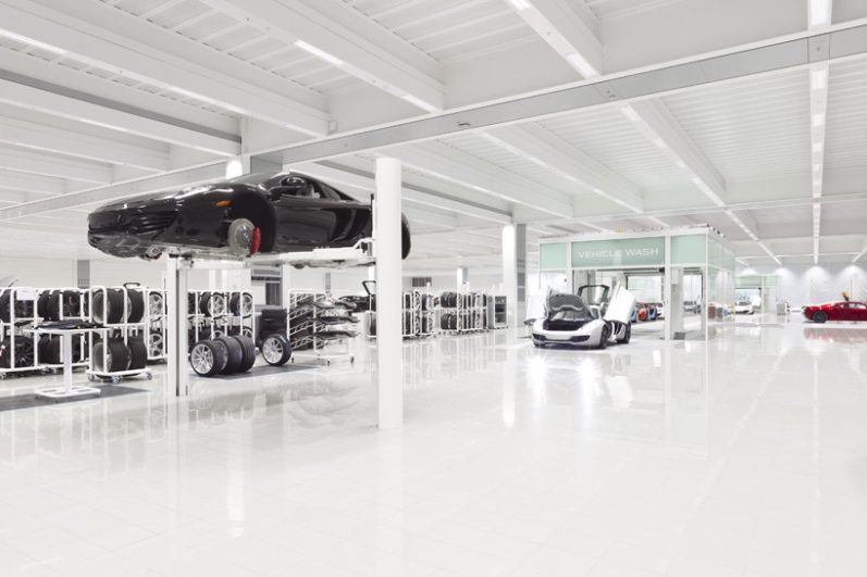 a-look-inside-mclarens-uk-production-center5