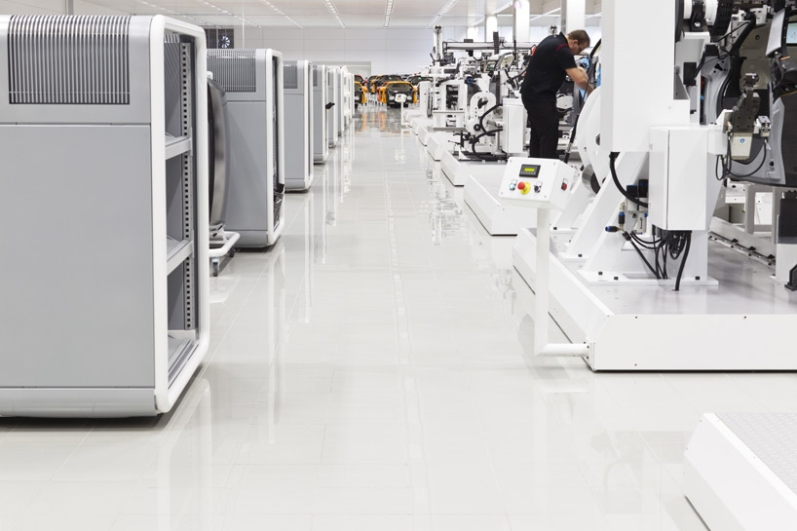 a-look-inside-mclarens-uk-production-center6