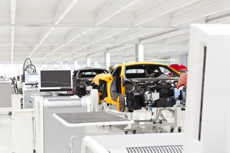 a-look-inside-mclarens-uk-production-center7
