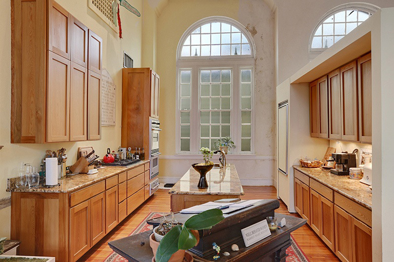 a-look-inside-beyonce-jay-zs-2-6-million-usd-new-orleans-mansion5