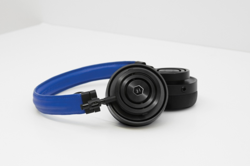 colette-edition-master-dynamic-headphones3