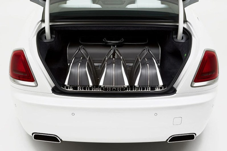 rolls-royce-unveils-a-46000-luggage-set-to-complement-the-wraith