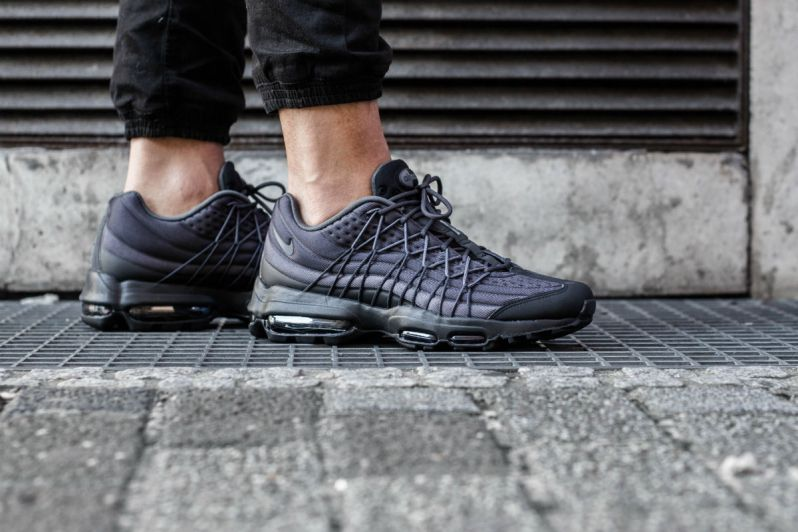low cost c25ee b276a A CLOSER LOOK AT THE NIKE AIR MAX 95 ULTRA SE BLACKDARK GREY