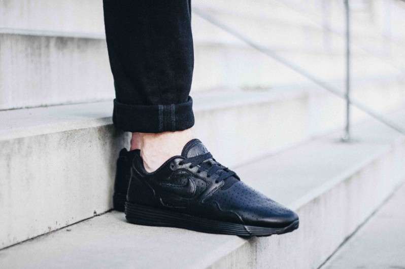 low priced aea57 ff361 Nike Lunar Flow All Black