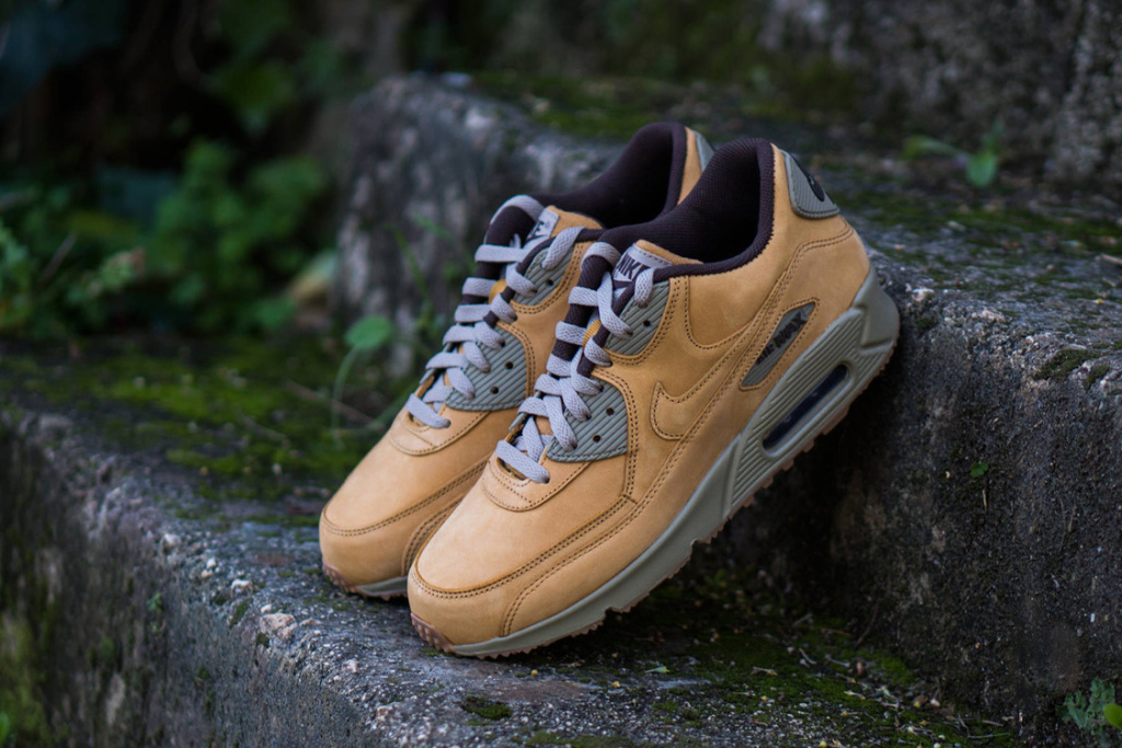 A CLOSER LOOK AT THE NIKE AIR MAX 90 WINTER PREMIUM </div>