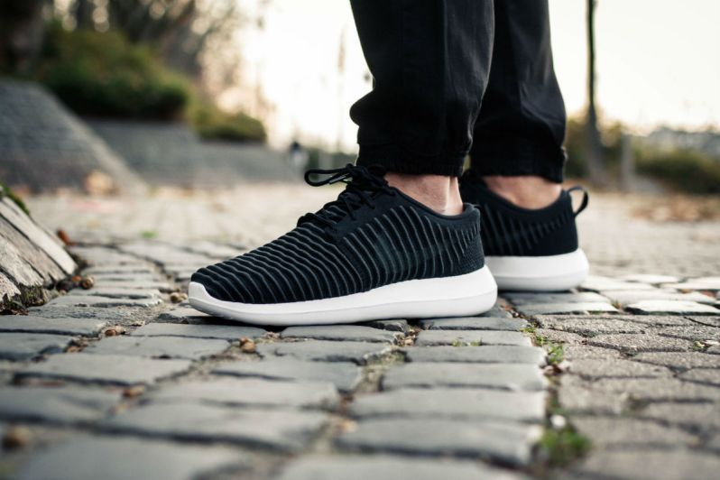 28bd91e2fe0a ON FEET LOOK AT THE NIKE ROSHE TWO FLYKNIT BLACK DARK GREY – APPARATUS